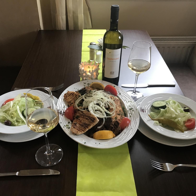 Grieche-Wedel-Taverna-Plaka-Pana-Dannys-Spezialplatte-mit-Weißwein