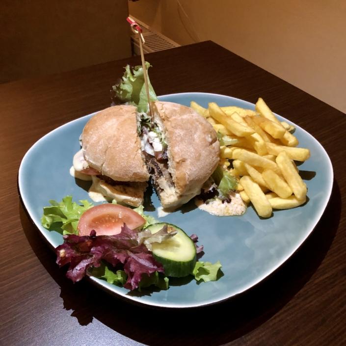 Grieche-Wedel-Taverna-Plaka-Zeus-Burger